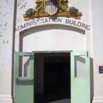 Entrada administrativa da prisão, fica bem no topo. Os prisioneiros não entravam por aqui, só os guardas.