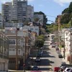 Lombard Street, uma rua típica de lá, exceto pelo topo...